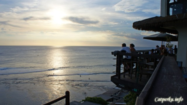 Salah satu pantai di Bali Selatan yang memiliki sunset view cakep :)