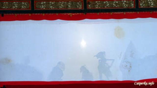 Pertunjukan wayang kulit diadakan tiap hari Sabtu di Keraton Yogyakarta
