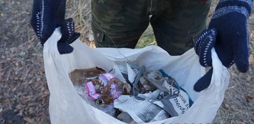 Sampah yang kekumpul lumayan banyak, meskipun cuma bersihin area sekitar tenda saya.