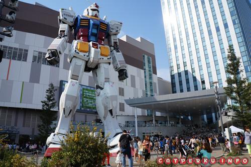 Si penjaga ditengah keramaian Kota Odaiba
