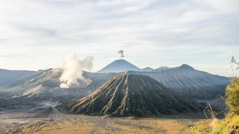 Bromo tempat wisata paling populer di Jawa Timur! Paling gampang diakses dari Kota Malang. Tempat wisata di Jawa Timur ini juga merupakan tujuan liburan akhir tahun paling populer!