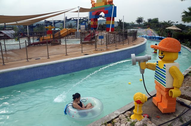 Build-A-Raft River salah satu bagian dari Water Park Legoland Malaysia yang paling saya sukai.