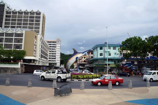 Bundaran ini, salah satu ikon Kota Kinabalu.