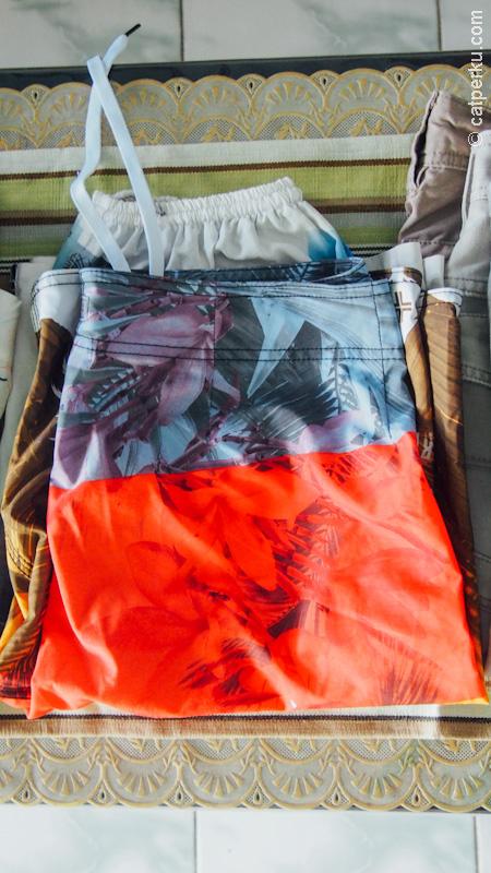 Celana buat nanti nyemplung di Bondi Beach