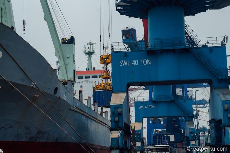 Crane ini mampu mengangkat beban hingga 40 ton