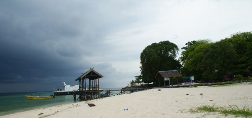 Pulau Samalona Dengan Dermaga nya