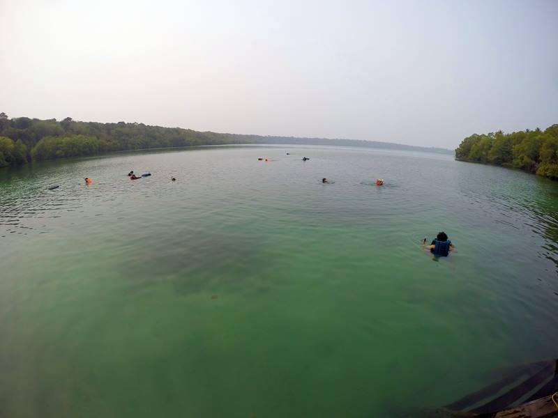 Danau Kakaban ini ternyata super luas!! Dan, ubur-ubur bisa ditemukan di bagian tengah!