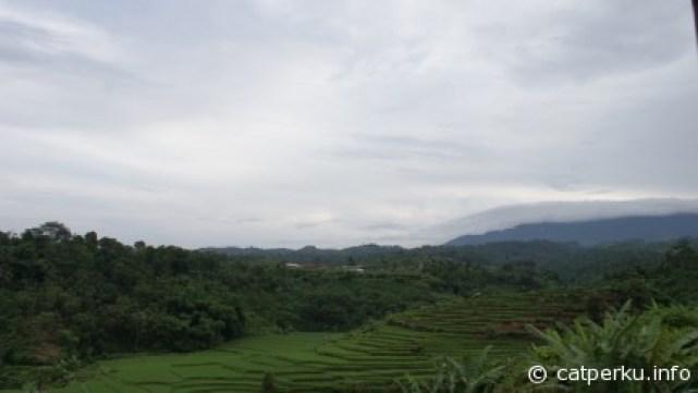 Pemandangan yang hanya didapatkan dengan naik kereta api Bandung - Jakarta