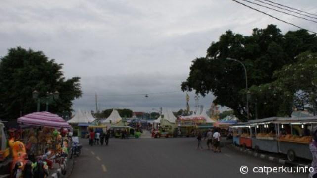 Pasar malam di alun - alun keraton Jogjakarta