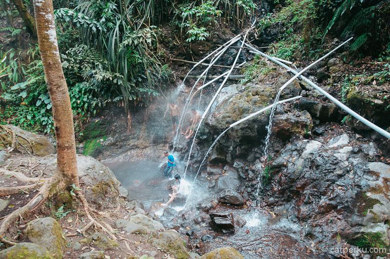 Desa Sumber Urip juga memiliki tempat wisata pemandian air panas Grojokan Sewu.