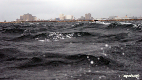 Terjebak badai di Selat Makassar