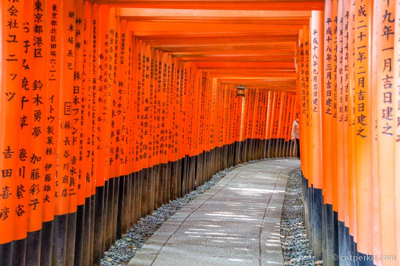Fushimi Inari, tempat wisata di Kyoto yang wajib dikunjungi kalau ada kesempatan liburan ke Jepang.