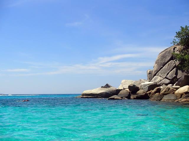 Gelombang laut cukup tenang di Pulau Perhentian.