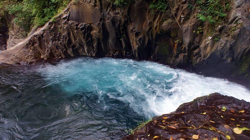 Git Git, Si Air Terjun Kembar Di Bali, airnya begitu segar
