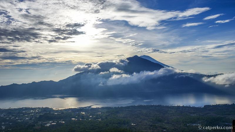 Gunung Agung dari puncak Gunung Batur