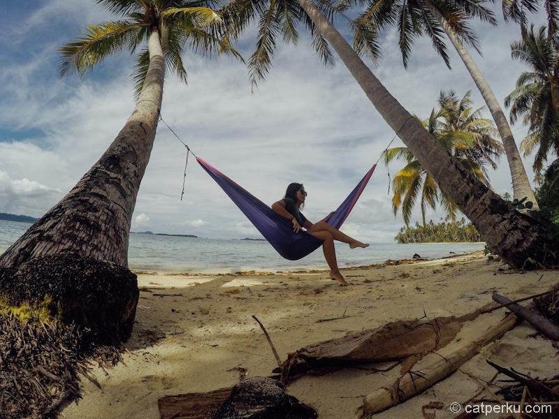 Hammocking di Pulau Banyak pasti seru lah!
