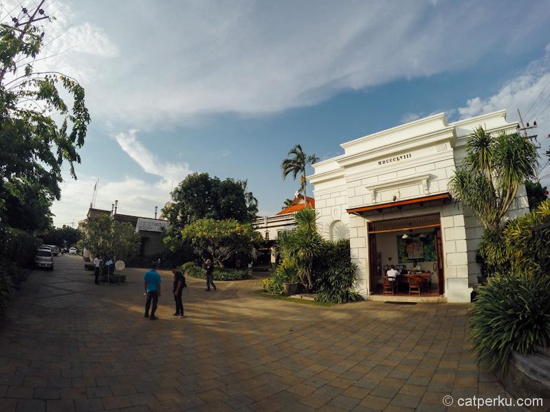 House Of Sampoerna Museum tampak dari pintu masuk depan