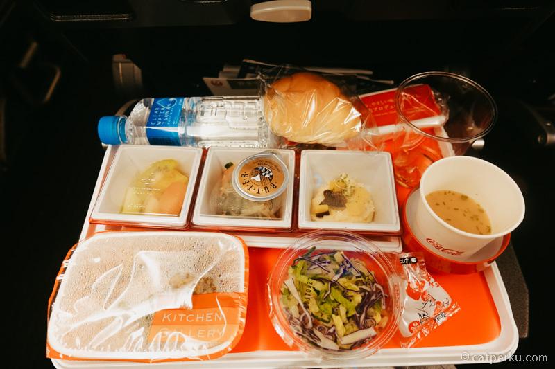 Inflight meal set dari Narita Tokyo Ke Jakarta.