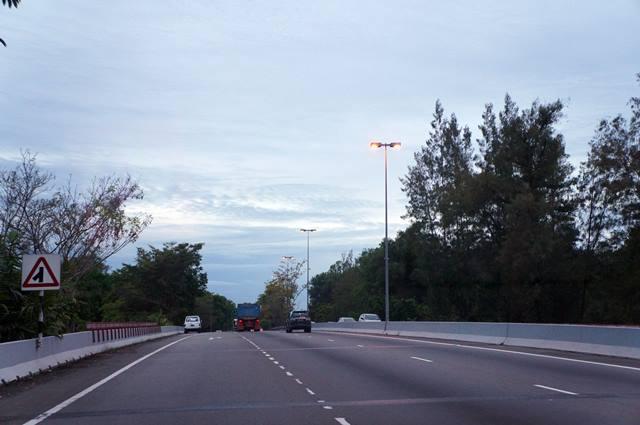 Jalanan Brunei Darussalam luas dan lancar jaya.