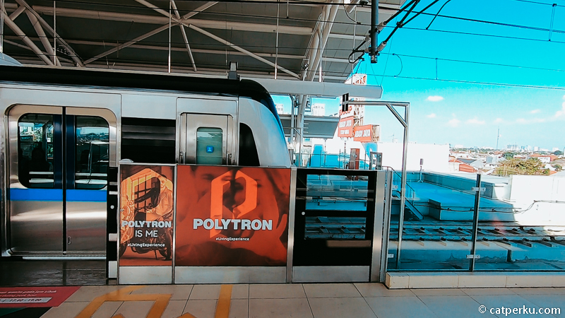 Kalau dari luar foto kereta MRT di Jakarta seperti ini ya.