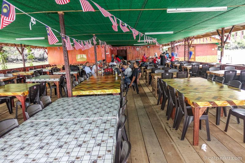 Kayak gini nih kira-kira bentuk restoran apungnya.