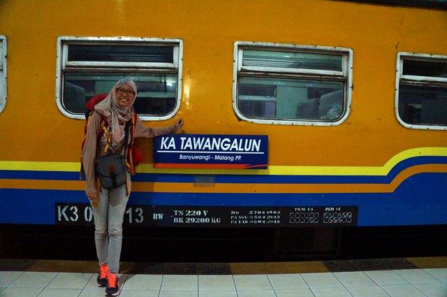 Kereta api sekarang ini menjadi moda transportasi favorit mudiker dan backpacker...