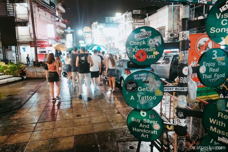 Khao San Road ini lokasinya strategis kok.