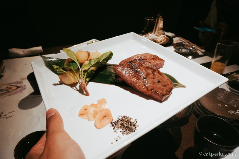 Kobe Beef ini salah satu beef steak yang sangat terkenal! Wajib Coba kalau lagi liburan ke Kobe! One of the best beef I ever eat lah!