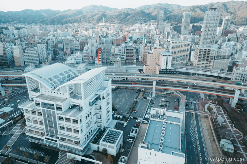 Kota Kobe ini termasuk kota yang padat penduduk.