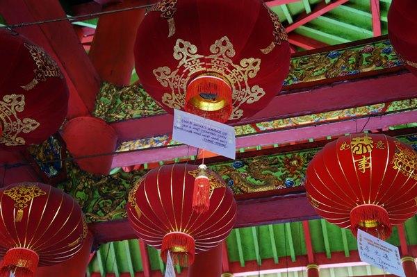 Lampion ini disumbangkan oleh pengunjung yang datang ke Klenteng Sam Poo Kong.