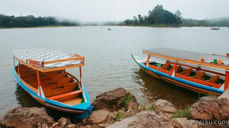 Lokasi Danau Situ Patenggang Bandung ini berada tak jauh dari kawasan wisata Bandung Kawah Putih.