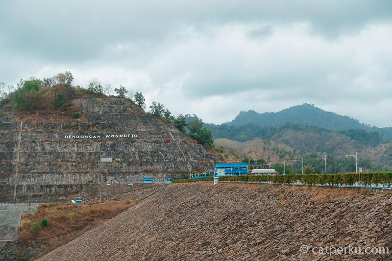Lokasi ranu Gumbolo Tulungagung gak jauh dari tempat wisata Waduk Wonorejo Tulungagung.