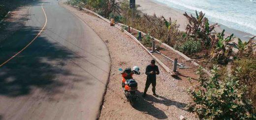Mampir sebentar di Pantai Soge Pacitan, menikmati keindahan Great Ocean Road Indonesia.
