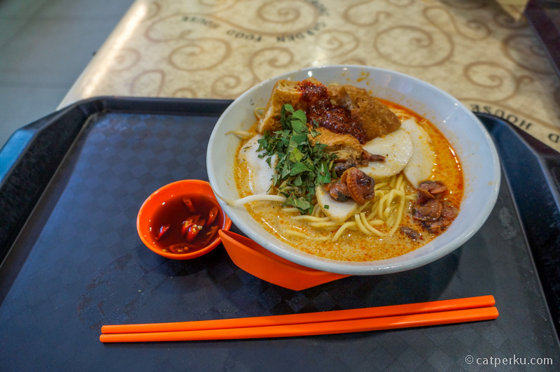 Tips Backpacker Ke Singapore : Makanan Food Court, Lebih Enak Dari Pada Junk Food, Harga Sesuai Kantong.
