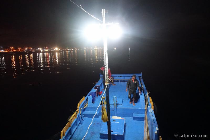 Melaut jam 2 pagi demi memancing ikan Cakalang bersama nelayan setempat