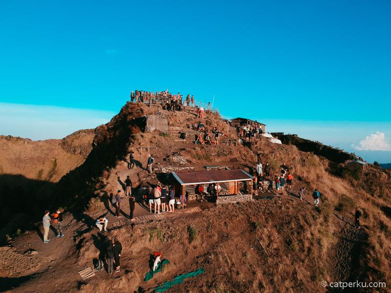 Mendaki Gunung Batur adalah salah satu kegiatan adventure yang menarik ketika liburan ke Bali