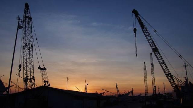 Menjelang matahari terbenam di Pelabuhan Sunda Kelapa begitu indah!