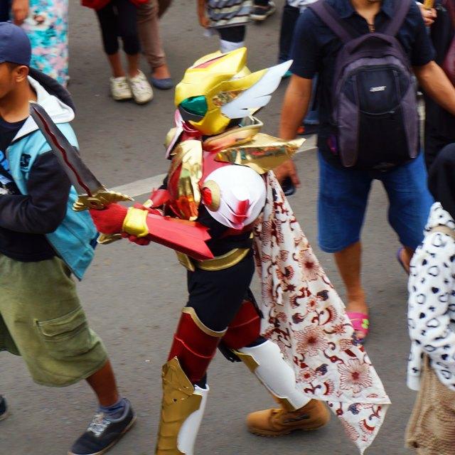Mz.. mz kamen rider ini Bandung, bukan Jepang~ Nggak ada monster disini XD