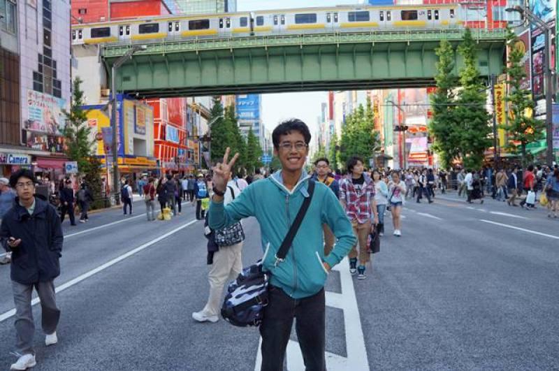 Narsis dulu di Akihabara street, ini adalah tempat impian setiap penggemar film anime Jepang!