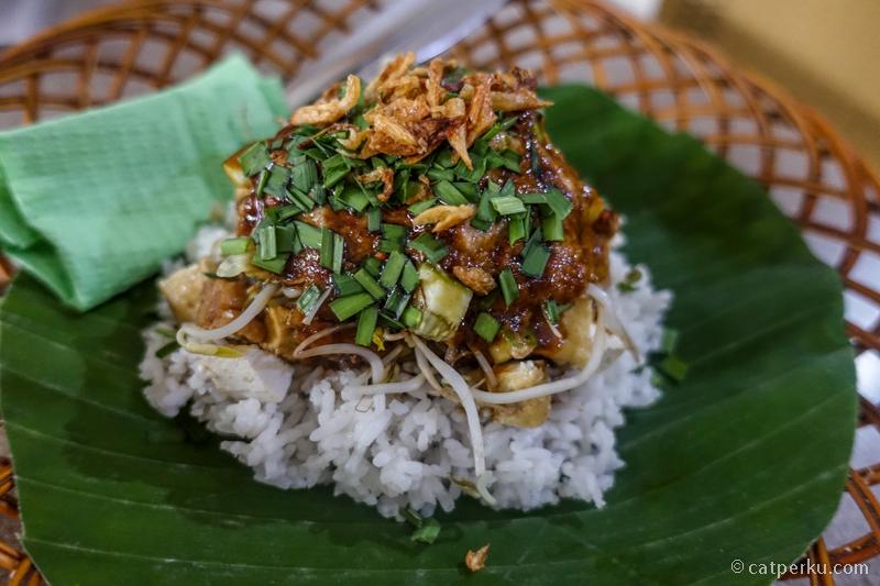 Nasi Lengko ini kuliner Cirebon yang cocok untuk vegetarian