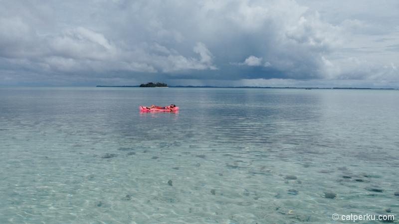 Nikmati jernihnya air di Pulau Asok