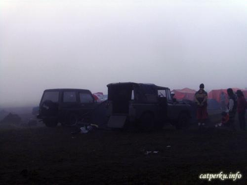 Jeep 4 wheel drive yang umumnya mengantarkan pelancong ke gunung bromo