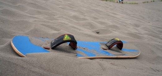 Pacu Adrenalin, Sandboarding Di Gumuk Pasir Parangkusumo.