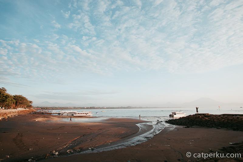 Pantai Sanur Bali ini juga merupakan salah satu titik penyeberangan menuju ke Nusa Penida dan Nusa Lembongan.
