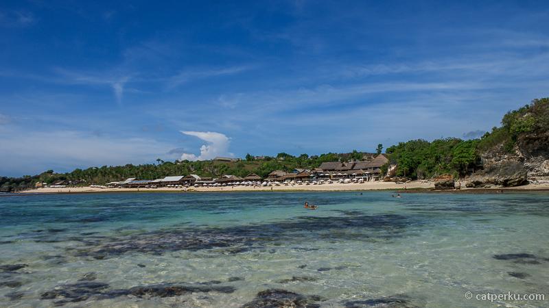 Di Pantai Balangan Beach Bali itu, kalau lagi surut makin keren! Pantai ini juga merupakan salah satu pantai yang populer untuk prewedding lho. Kalian mau prewedding disini?