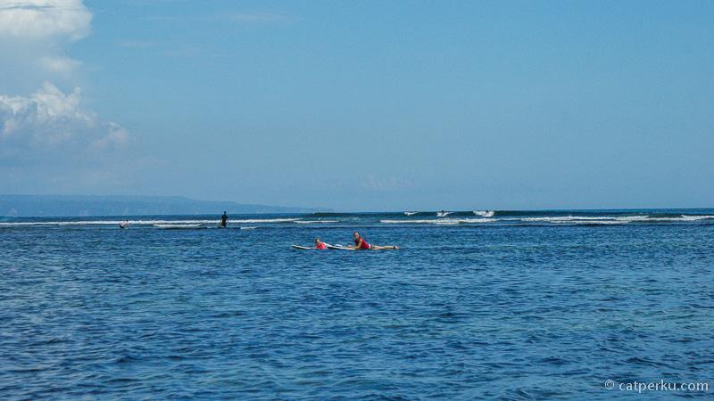 Pantai Penyu di Pulau Serangan adalah pantai favorit para surfer