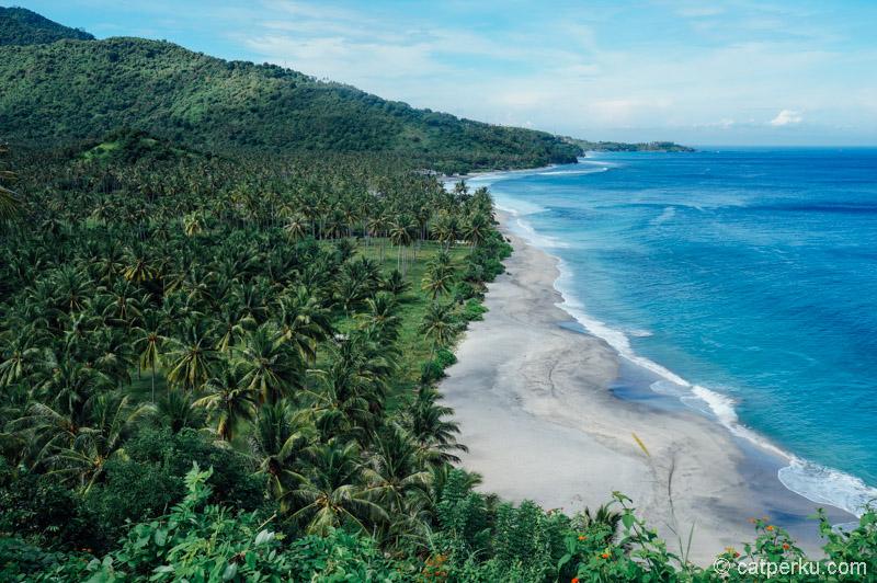 Pantai Setangi, salah satu pantai yang begitu sempurna lokasinya tak jauh dari daerah Senggigi.