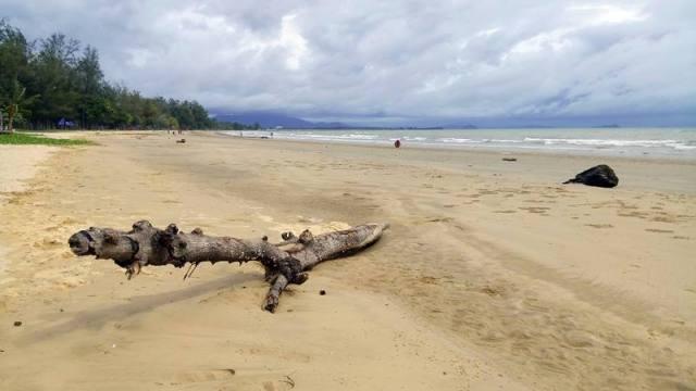 Pantai Tanjung Aru ini not too bad lah buat bersantai.