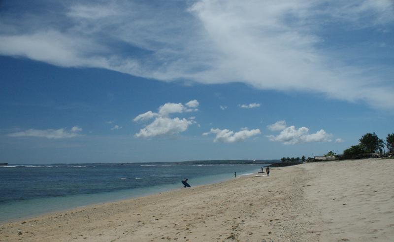 Pantai Penyu, tempat para surfer menguji adrenalin
