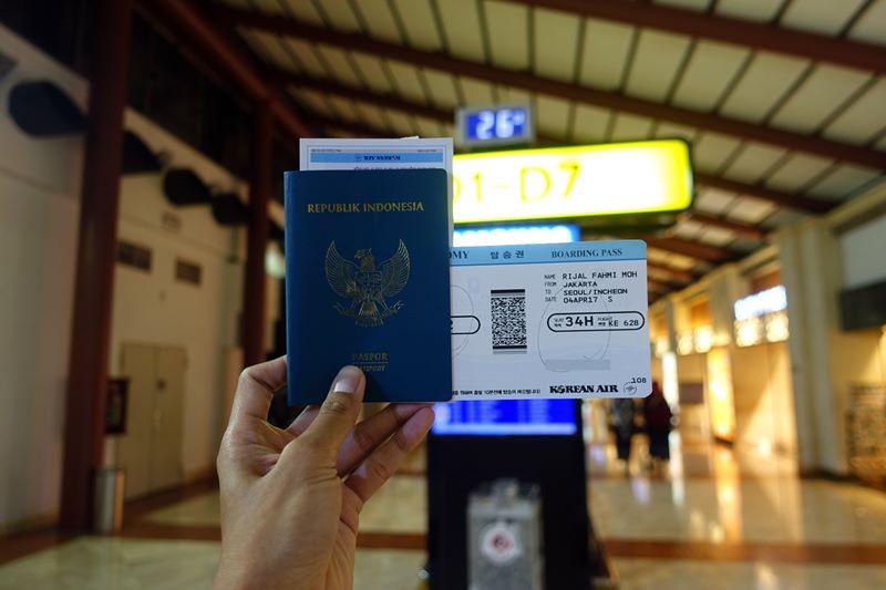Passport ini ibaratnya kartu identitas untuk lintas batas
